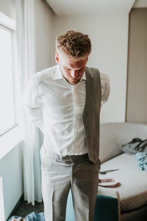 Heather & Drew - Married - Nathaniel Jensen Photography - Omaha Nebraska Wedding Photograper - Falconwood Park - Bellevue Nebraska-90.jpg