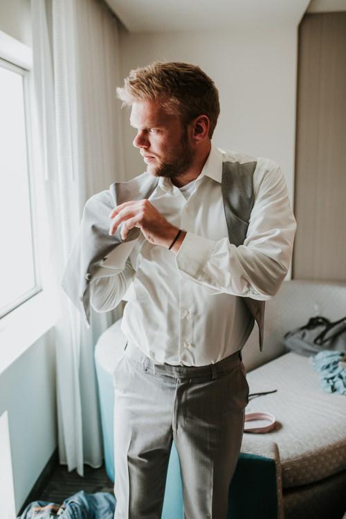 Heather & Drew - Married - Nathaniel Jensen Photography - Omaha Nebraska Wedding Photograper - Falconwood Park - Bellevue Nebraska-92.jpg