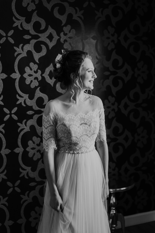 Sydney & Thomas - Married - Nathaniel Jensen Photography - Omaha Nebraska Wedding Photograper - Joslyn Castle - Founders One Nine - Hotel Deco-85.jpg