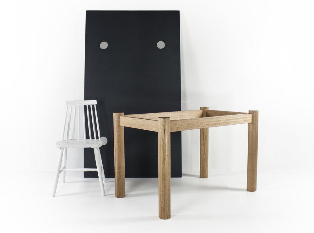 Anna Table 001.jpg