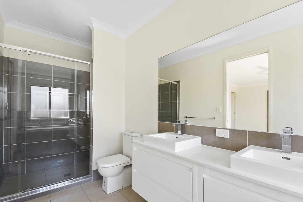 Main Bathroom Shower.jpg
