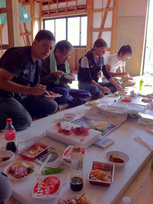 Lunch during refugee relief work near Sendai.  亘理にて被災者救援中のお昼。