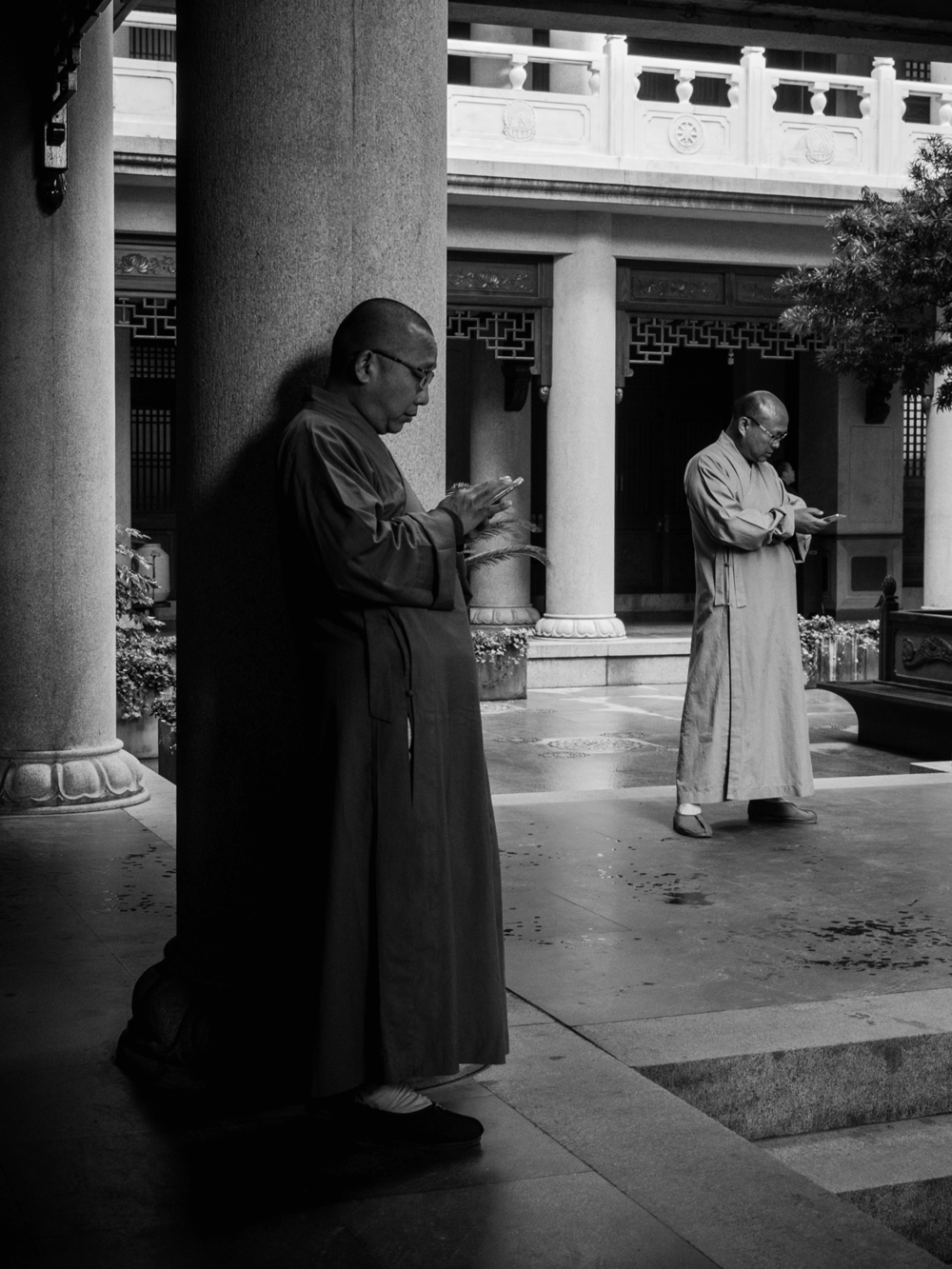 In the Midst of the Madding Crowd, Jing'an Temple, Shanghai, Alvin Campos.png
