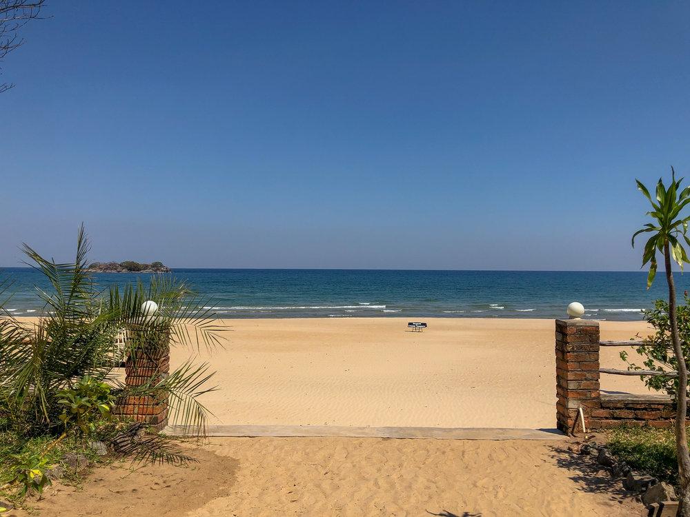 Lake_malawi_Kande_Beach_Resort.jpg