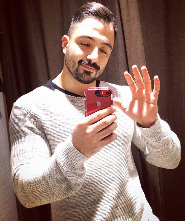 I just came to say hello 👋  Hello 👋  Hello 👋  #mustache #menstyle #beardedvillains #moustache #mugshot #tagblender #mirror #selfietime #justme #pognophile #wednesday #hunk #picoftheday #borntobeard #gangster #iphonesia #beardedmen #scruff #bulkingseason #instagay #instagood #instagoodmyphoto #followme #homens_barbudos #barbudo #bestoftheday #strong #moustachelove #thenexttopgay