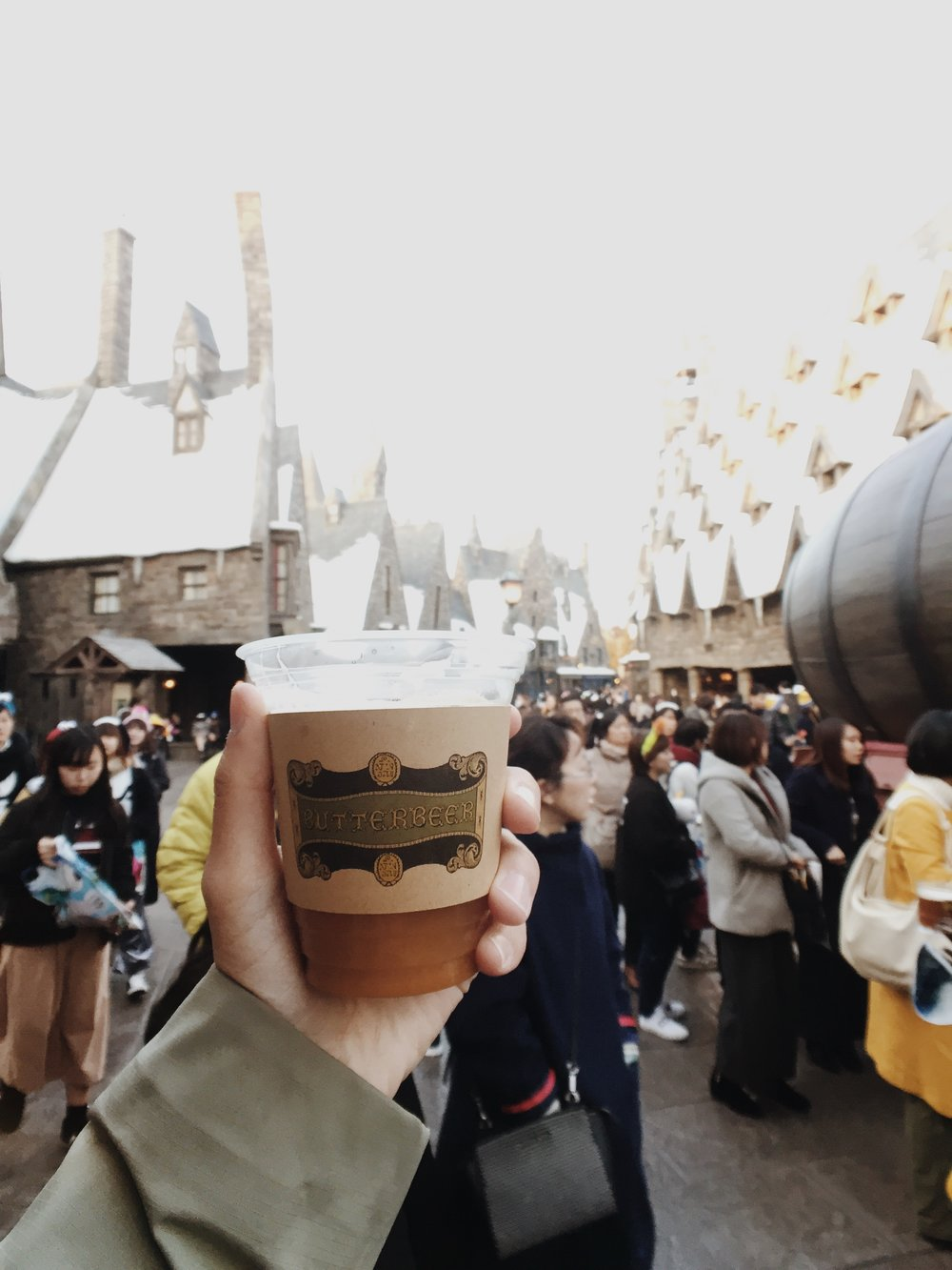 Try the famous alcohol-free Butter Beer!