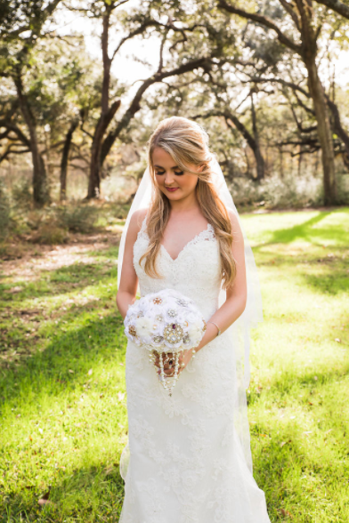 SPRINGS VENUE Houston bridal portrait handmade bouquet