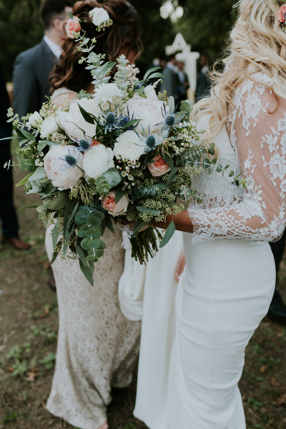 Photo : Light and the Love ||  Floral : West 7th Flower Market ||  Venue : Avalon Legacy Ranch, Mckinney, Texas