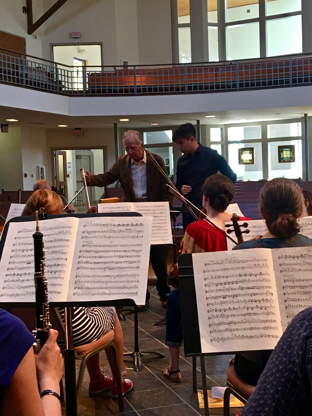 Maestro Oltman coaching Lester Kong (Singapore), winner of the 2017 Pierre Monteux Grand Prize.