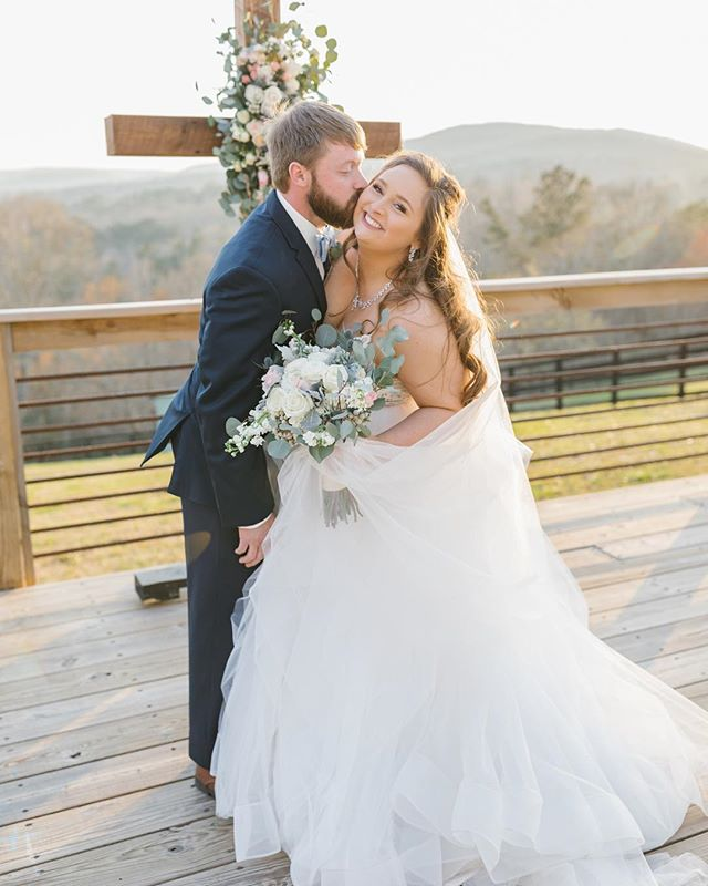 Our day was so perfect thanks to our vendors! I wanted to tag all of them in one photo at least once since I have so many people asking me about them! I plan to do a couple blog posts in the coming months on my vendors and wedding planning in general! Feel free to send me any questions you have, because vendors are the key to a seamless day! ❤️ 📷 @hillaryleahphotography