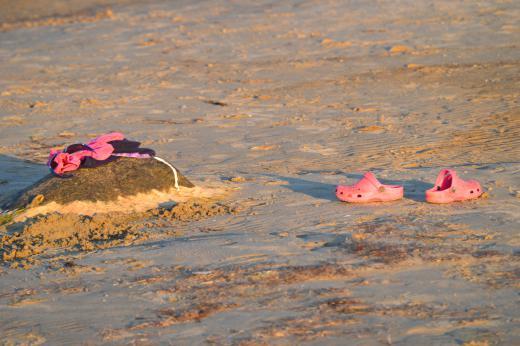 Lastele  Lastele koos vanematega pakub tegevust madal liivane mererand...
