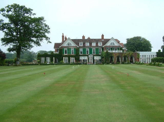 Chewton_Glen_Hotel,_Hampshire_-_geograph.org.uk_-_22589.jpg