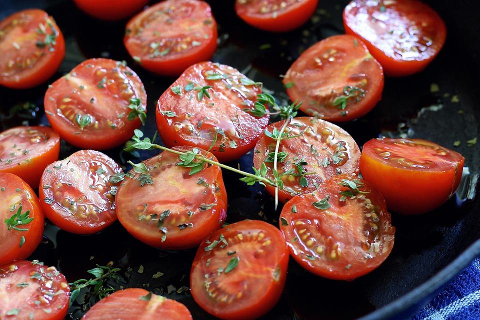 tomatoes-1476094_960_720.jpg