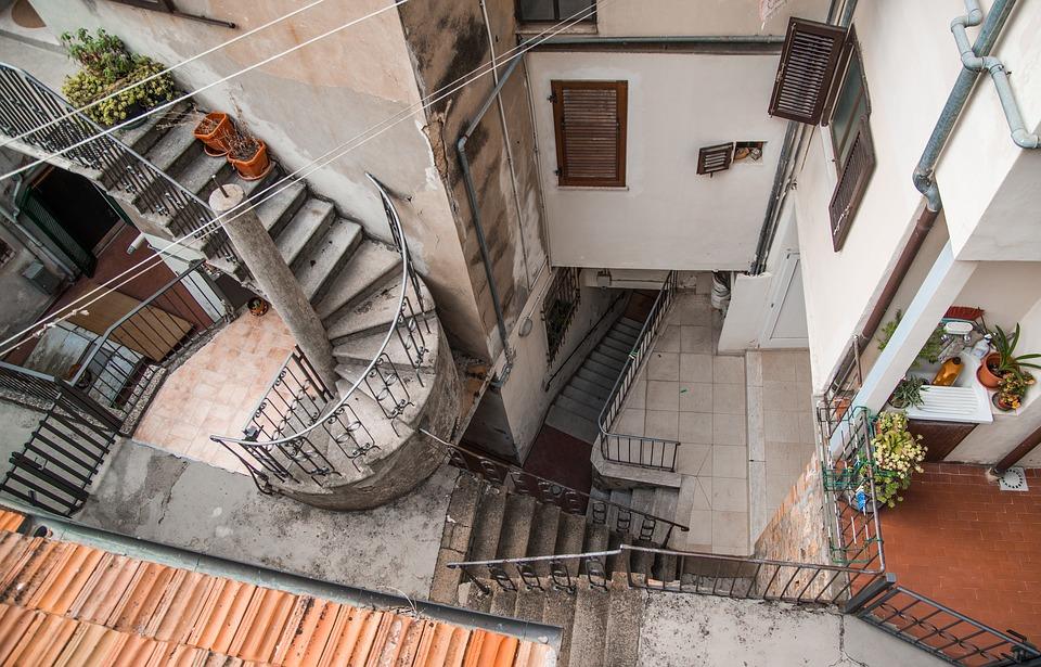 staircase-1645391_960_720.jpg