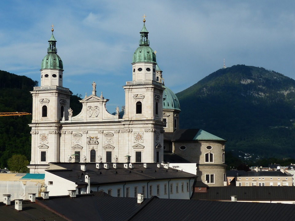 salzburg-cathedral-117322_960_720.jpg