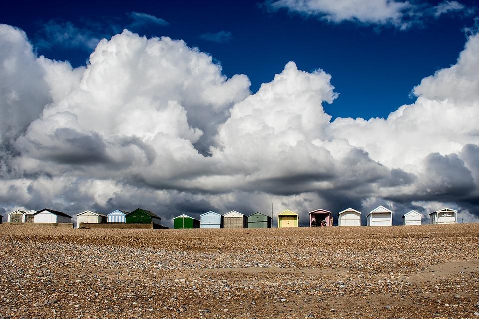 beach-huts-1766076_960_720.jpg