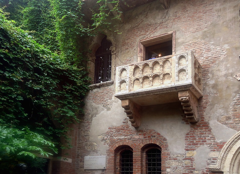 balcony-439286_960_720.jpg