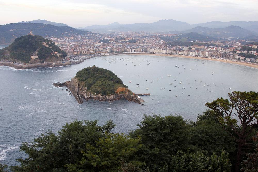Bahía de la Concha e Isla de Santa Clara daytime - 6 MB © Tourist Office of Spain in New York (TURESPAÑA).jpg