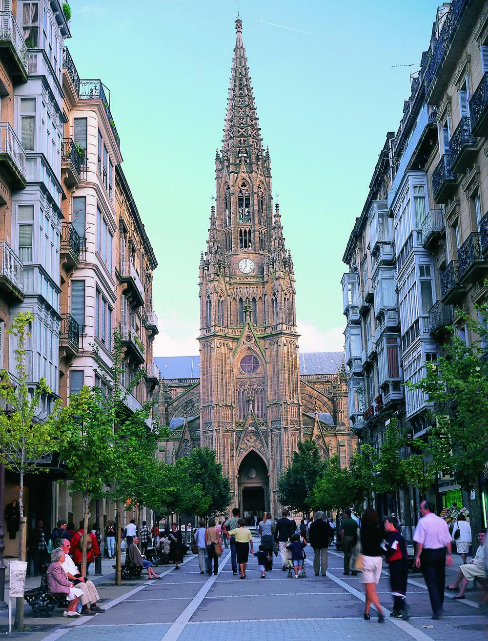 Catedral del Buen Pastor y Calle LoyolaSan Sebastián - 2 MB © Tourist Office of Spain in New York (TURESPAÑA).jpg