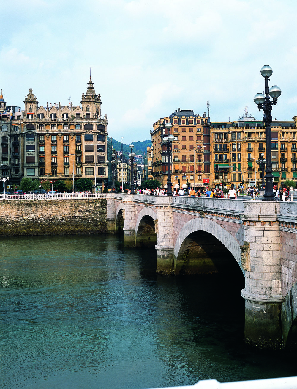 Puente de Santa Catalina y río UrumeaSan Sebastián - 7 MB © Tourist Office of Spain in New York (TURESPAÑA).jpg