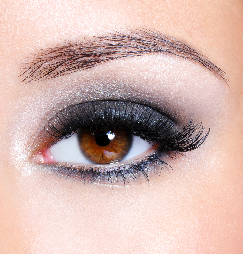 Natural smoke grey eye shadow look