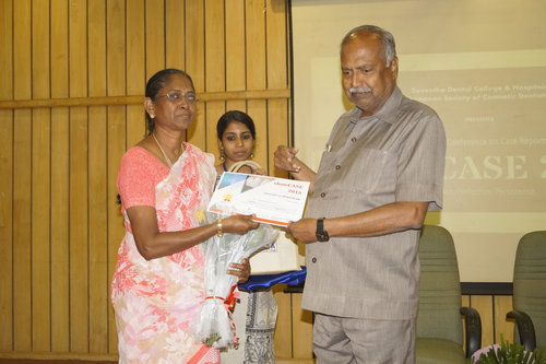Professor and Head Dr.G.Maragathavalli being honoured by the Chancellor Dr.N.M.Veeraiyan for chairing a session and sponsoring an award in the conference Showcase 2018