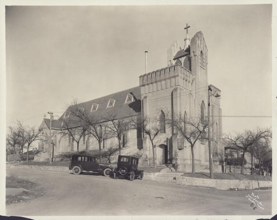 Jordan Company. St. David's Episcopal Church, Photograph, April 1, 1923; digital image, (http://texashistory.unt.edu/ark:/67531/metapth125190/ : accessed December 13, 2013), University of North Texas Libraries, The Portal to Texas History, http://texashistory.unt.edu; crediting Austin History Center, Austin Public Library, Austin, Texas.
