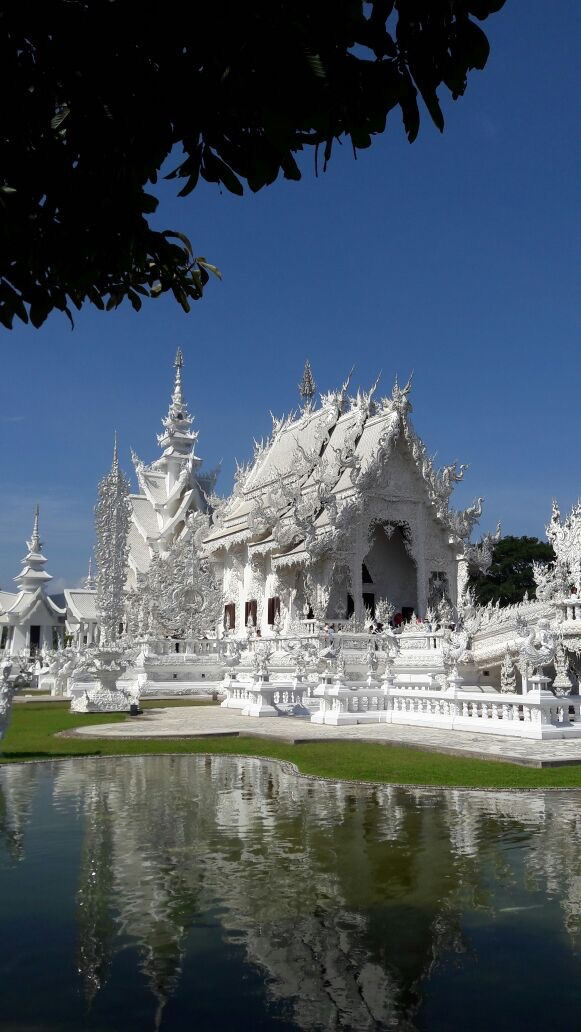 the-remote-experience-chiang-mai-thailand-white-temple-trip.jpg