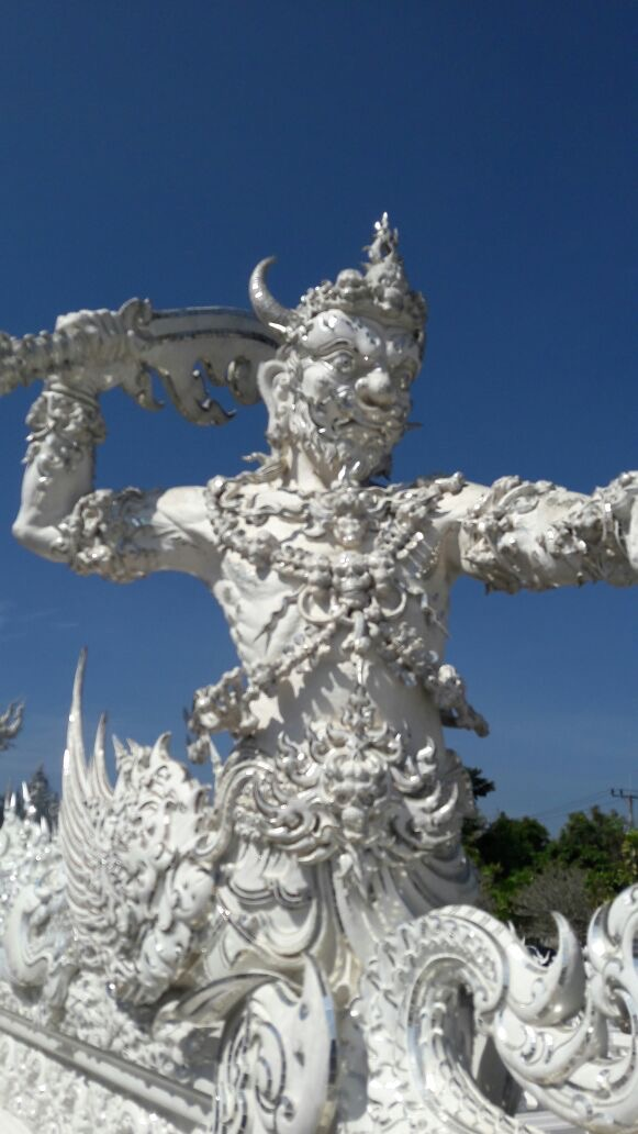 the-remote-experience-chiang-mai-thailand-white-temple.jpg