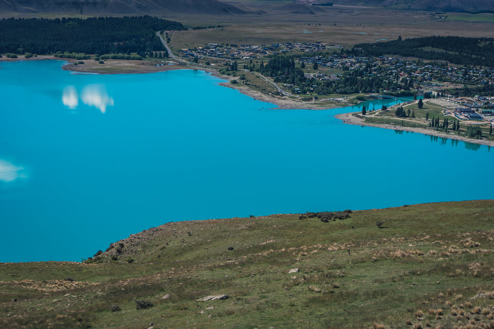 Lake Tekapo - The lake is famous for its striking turquoise colour. I had a quick picnic by the lake then drove up to an observatory nearby to get a bird's eye view of the beautiful lake and the village.