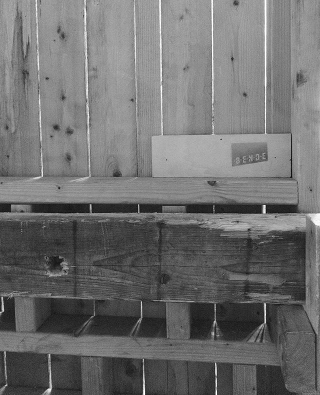 Al dat hout bij ons is gemaakt, vastgehouden en bewerkt door @debenderotterdam . . #zaakacht #zaakachtrotterdam #eventlokatie #fenixfoodfactory #katendrecht #dekaap #dekaaprotterdam #rotterdam #rotterdamcity  #eventplanning #eventdesign #loverotterdam #lonelyplanet
