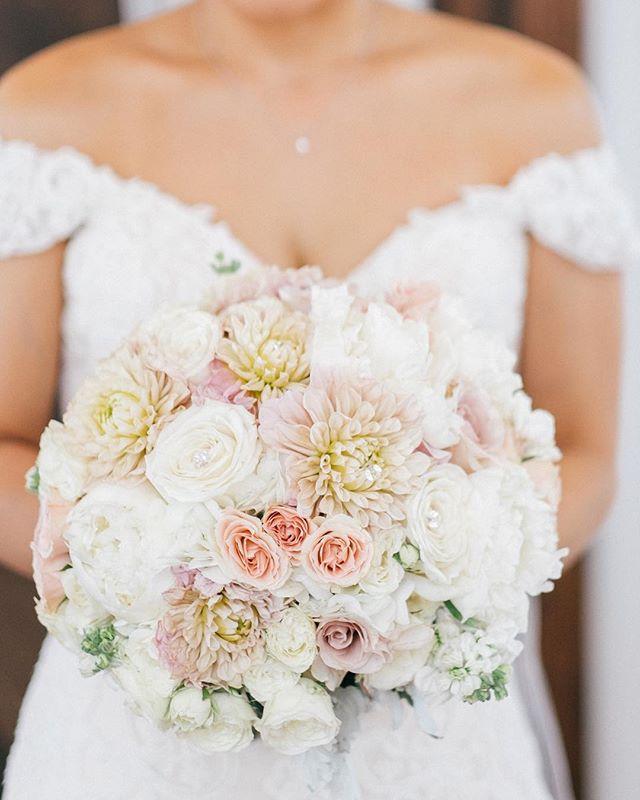 Happy Monday! #weddingbouquet 📸: @raymond79us