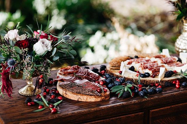 Meat and cheese board 🍷🙌🏼👇🏼 . . . . . photography: @imfillup floral: @bella_bloom  planning + design: @riveroevents
