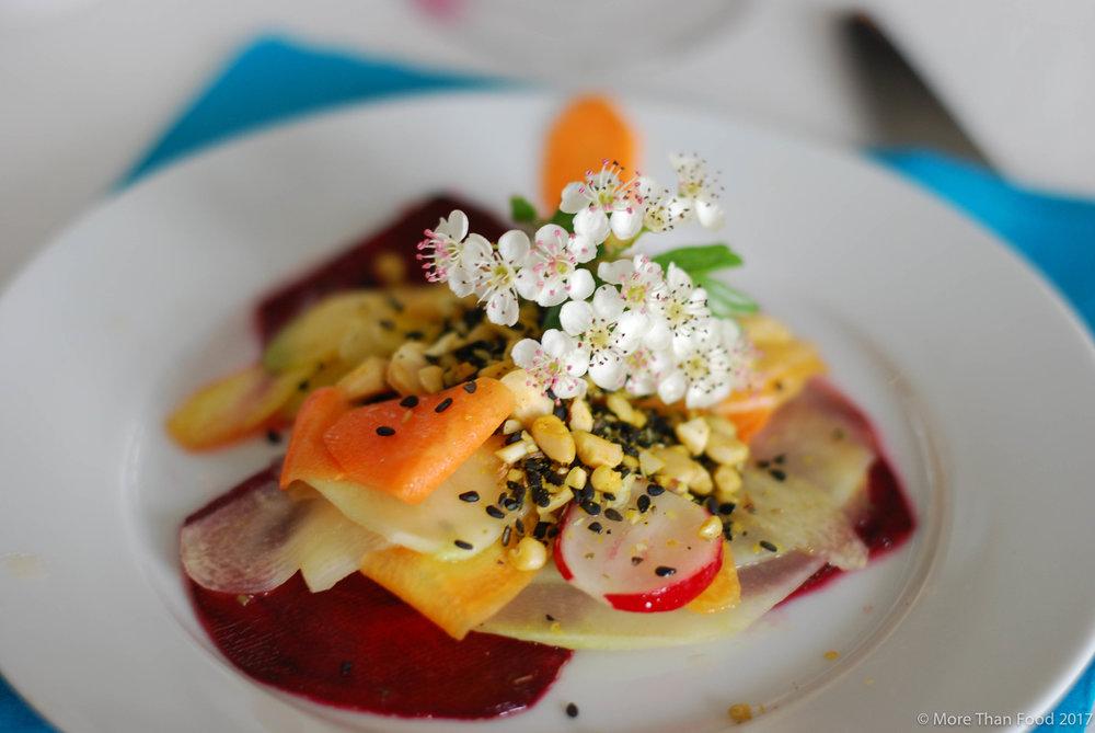 Voorgerecht: carpaccio van groenten met marinade en hartig pitten-noten strooisel