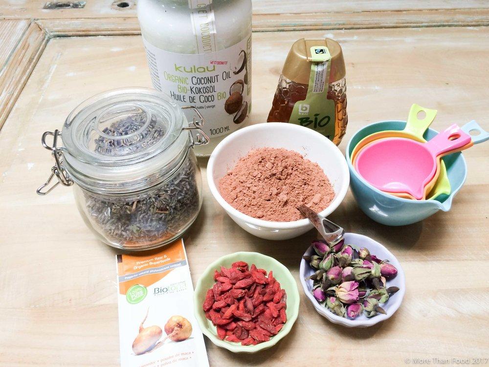 Zoete workshop: chocolade pralines met vulling van noten en maca