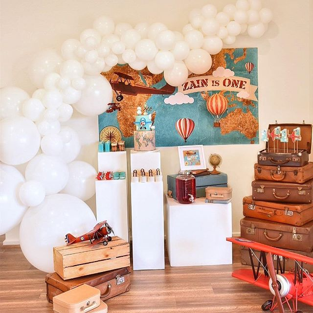 First birthday dreams in the clouds ☁️. What a pleasure working with @decorstory_events #theburstco