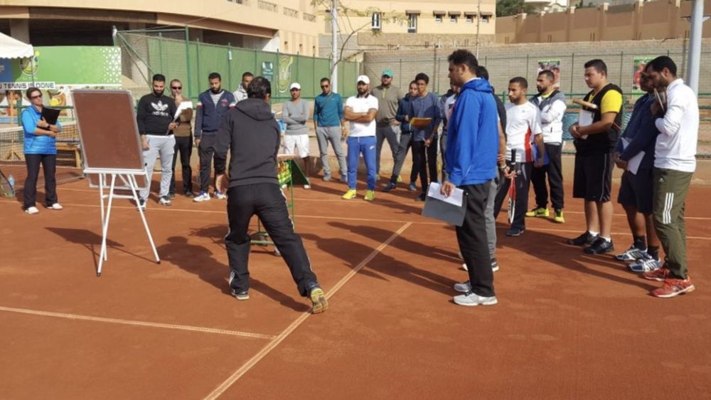 Our director Raphael Maurer running a coaching course in Egypt