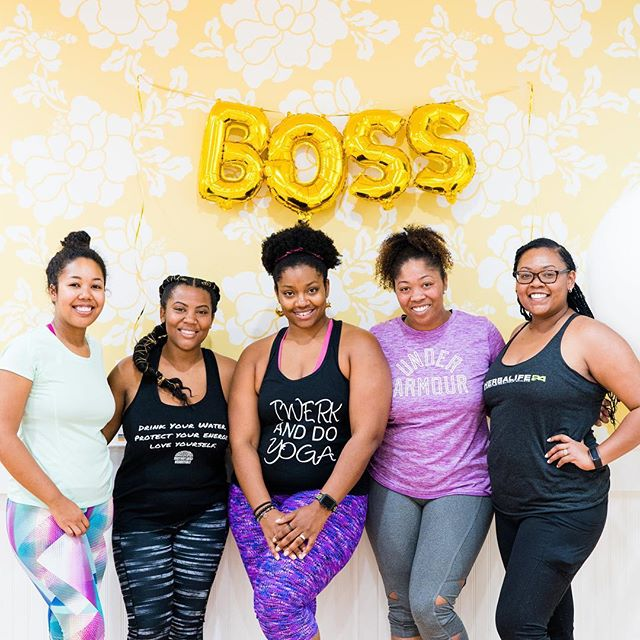 One of my March goals was to attend events/outings that I wouldn't normally. (Im a little of an introvert 🙃) I was so happy to be invited to @recoveryloveandcare and @studiobarrejamesisland #Bossbabes Brunch. I got to see these amazing ladies and make a few new connections! I also got an amazing workout and mimosas were served when we finished 😉🍾. How many goals have you checked off your list for the month? Share with me below ⬇️⬇️⬇️ . . . . . . #bossbabes #shehustles #studiobarre #recoveryloveandcare #studiobarrejamesisland #blackgirlmagic #blackgirlsbarre #bossbabebrunch #barremaven