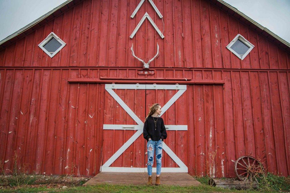 Sheridan Wyoming Senior Photos - Barn