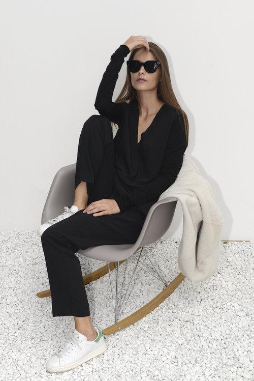 ilaria+nistri+black+shirt_avart.jpg