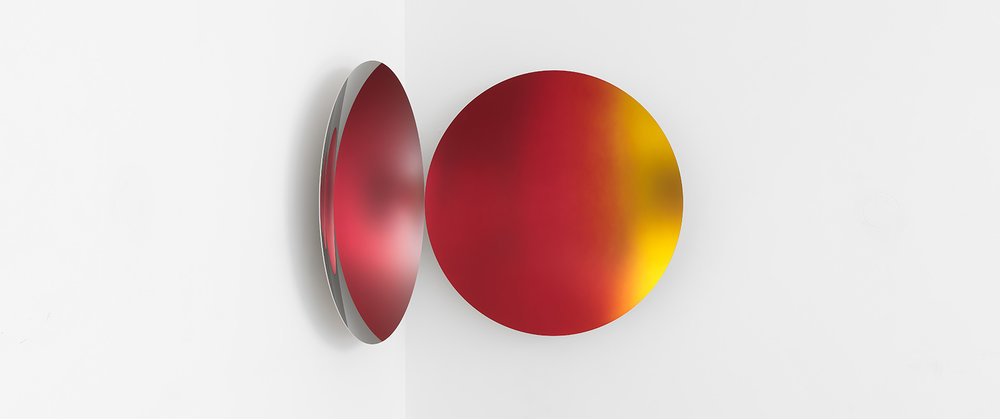 Anish Kapoor, Glisten (Clear/Red to Gold Satin), 2018. Stainless steel and lacquer.