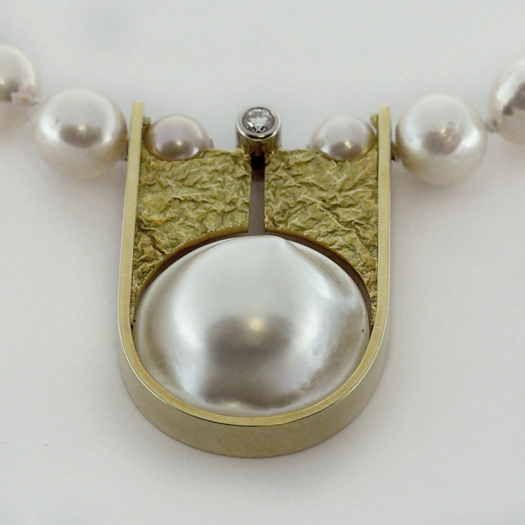 Pearl Necklace with South Sea Mabe' Pearl
