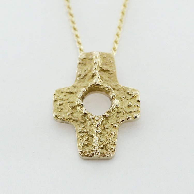 <b>Gold Cross</b><br>reg.RT: $925/ Promotion: $650<br>14K Yellow Gold<br>Designer Series