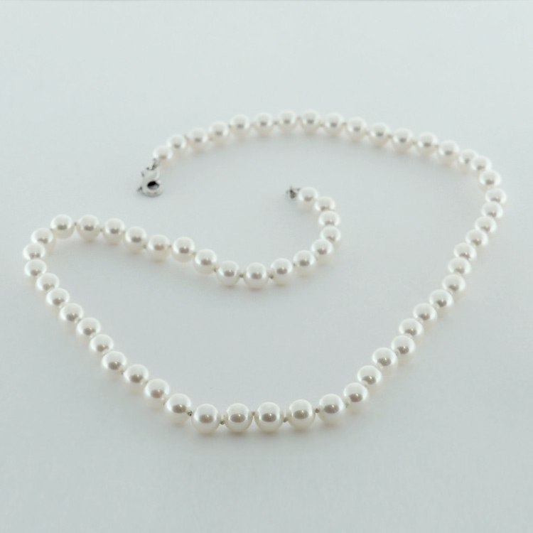 <b>Japanese</b><Br>$1900<Br>Cultured Japanese <Br>Salt Water Pearls<Br>6-6.5mm