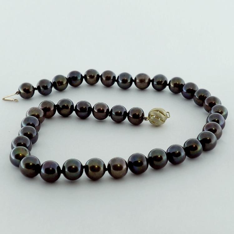 <b>Rich Black</b><Br>$1,150<br>Round Black<Br> Fresh Water Pearls<br> 11-12mm
