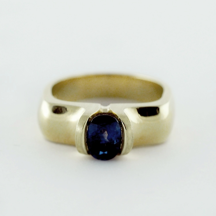 "reg.RT: $5,815/ LT-Promotion: $4,652<br>18K Yellow Gold,<br> Limited Edition 20/99<br> Design: ""Tulip Classic 3D"", <br>Fine oval blue Sapphire of  1.258ct"