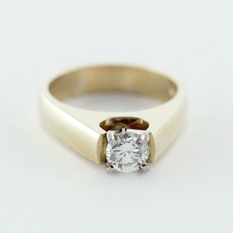 "$4,210<br>18K Yellow Gold,<br> brilliant cut Diamond<br>0.48ct, F-si, vg-ex-vg<br> Design: ""Amour"""