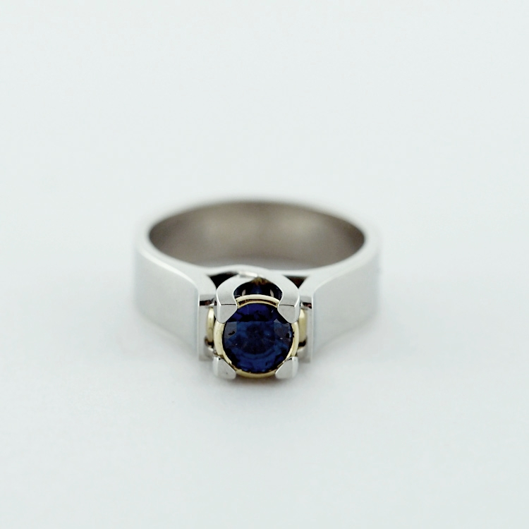 $3,799<br>19K White Gold<br> Setting Rim: 18K Yellow Gold <br>Fine Blue Sapphire of 0.86ct