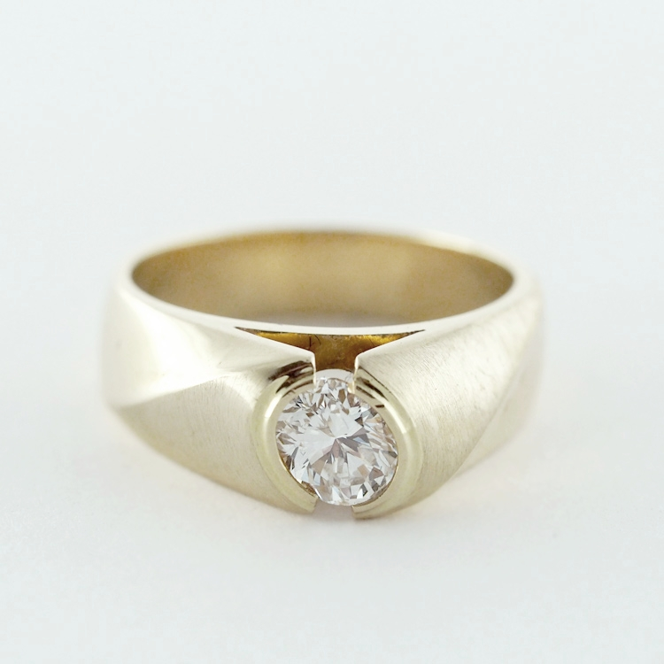 reg.RT:$ 9,982/ LT-Promotion: $ 9,000<br>14K Yellow Gold,<br>excellent oval Diamond<br>0.75ct - G/H-vvs