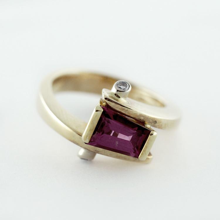 $2,886<br>18K Yellow Gold,<br> Rhodolite Garnet,<br> 2 Brilliant Cut <br>Diamonds